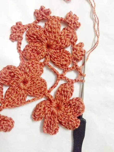 Móc bikini len họa tiết hoa nhí điệu đà mùa hè 2017