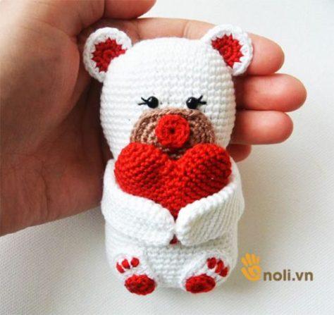 Học cách móc đôi gấu ôm tim bằng len sợi tặng người ấy