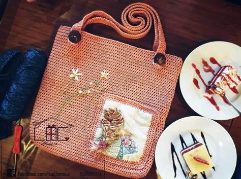 Túi tote kết hợp giữa thêu và móc của tác giả Nguyễn Lộc