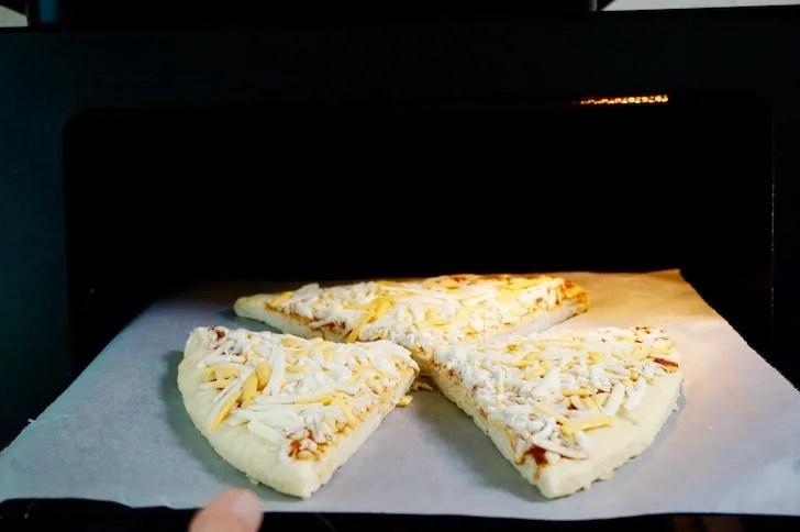 コストコの丸型チーズピザ(オーブン)