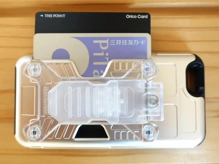 iPhoneケースにカードを入れる