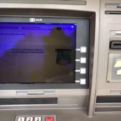 【海外ATMの使い方】キャッシングで引き出すやり方・手数料を安くするためのコツを実体験から紹介します