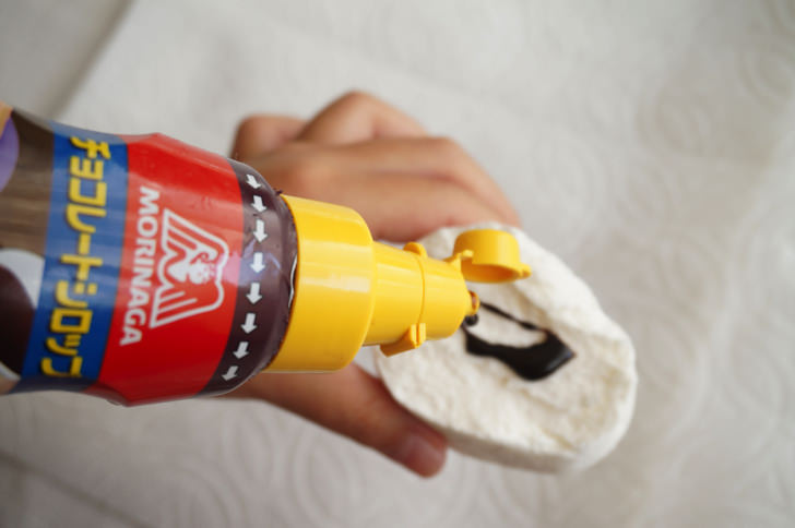 コストコのキャンプファイヤー ジャイアントロースターマシュマロ(チョコレートソースをかける)