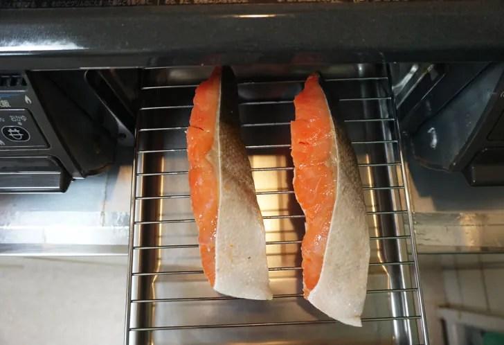 コストコの天然紅鮭定塩切身・甘口(魚焼き器で焼く)