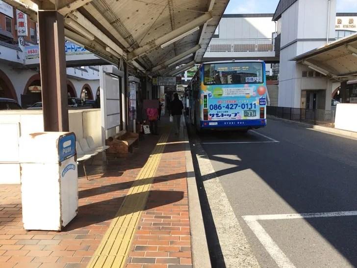 【岡山駅から倉敷駅】倉敷駅南口バスステーション4番 倉敷駅をむいた