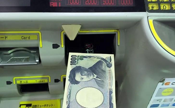 manacaチャージでお金を投入する写真