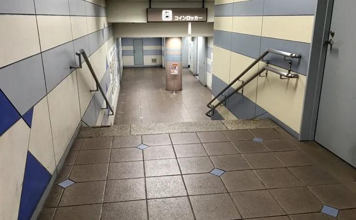 JR名古屋駅中央コンコース北コインロッカーに向かう通路