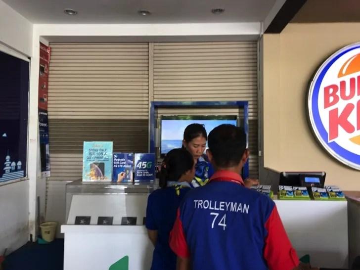 バリ島 デンパサール国際空港のSIMカード売り場