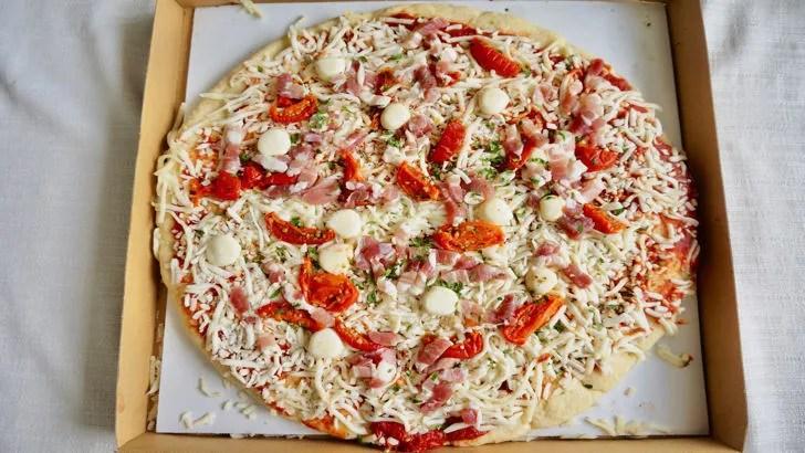 コストコの丸型ピザ パンチェッタ&モッツアレラチーズ(中身)