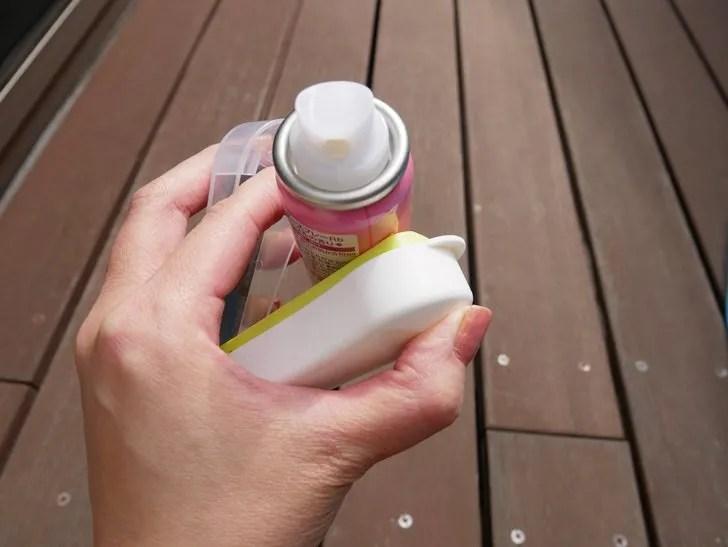 スプレー缶に穴をあける手順写真