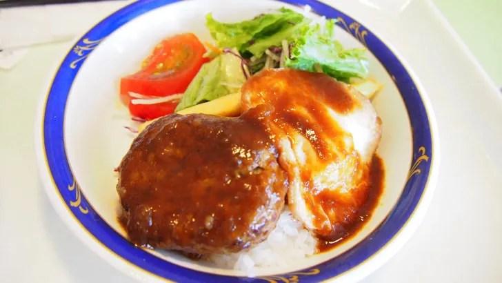 三重県鈴鹿市にある鈴鹿サーキット(園内にあるレストランで注文したロコモコ丼)