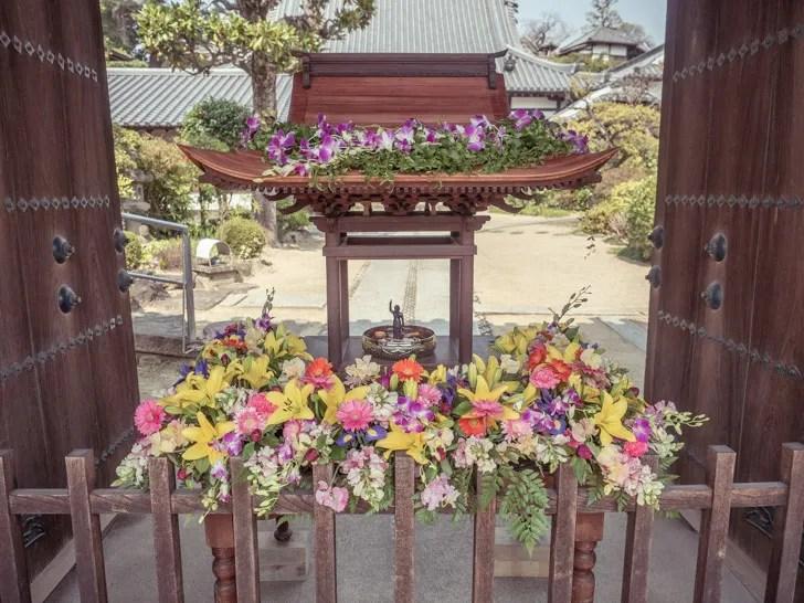 花祭り:花御堂