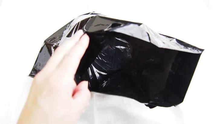 ゆうゆうメルカリ便のゆうパックのサイズと梱包方法を解説(梱包した商品を袋に入れる)