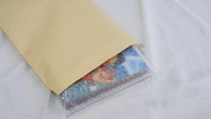 メルカリでCD・DVDを高く売る方法(梱包のやり方・緩衝材で包んだ商品を梱包する)