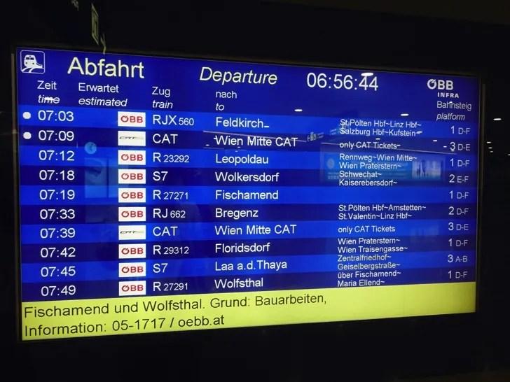 ウィーン国際空港から市内 電車の案内板