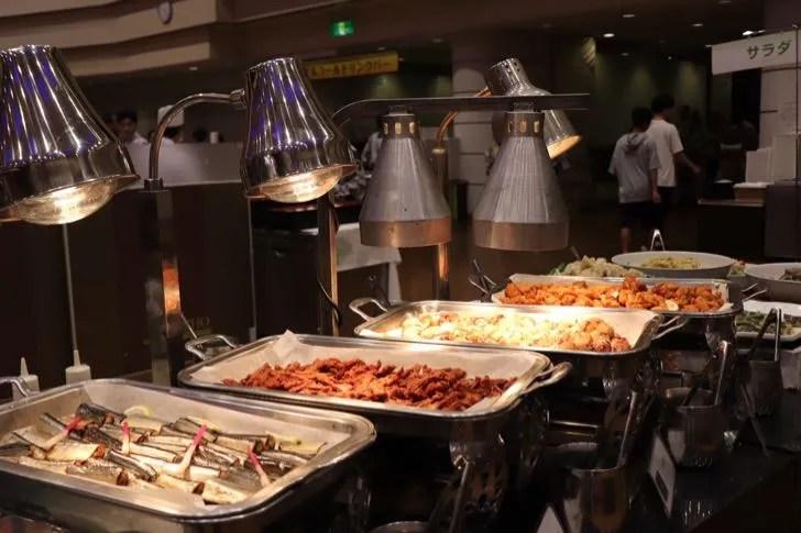 ニューフジヤホテルの夕食バイキングに用意されたおかず類ニューフジヤホテルの夕食バイキングに用意されたおかず類