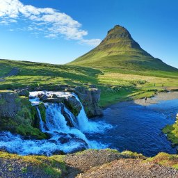 The definitive 9-day road trip itinerary in West and South Iceland