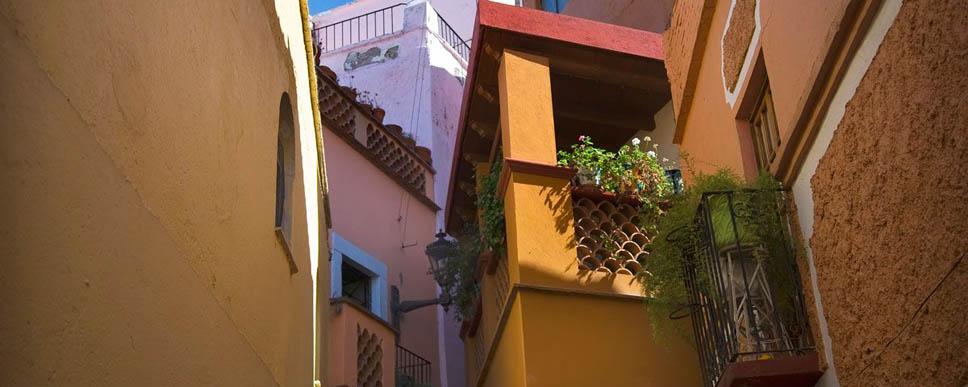 https://i0.wp.com/nomadesdigitais.com/wp-content/uploads/2016/02/callejon-del-beso-guanajuato.jpg
