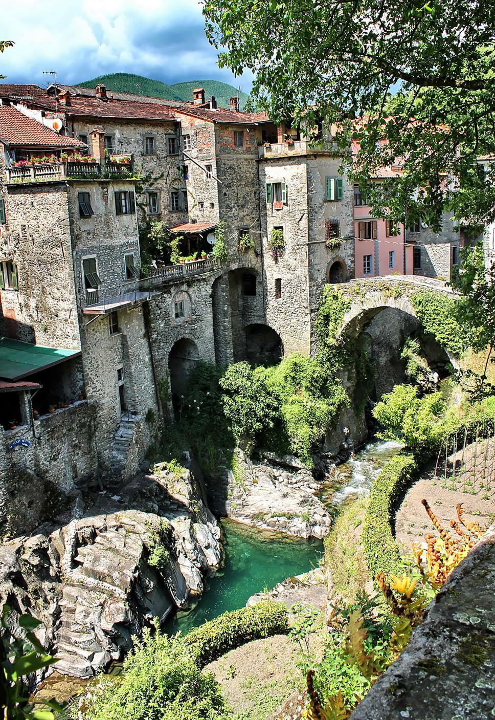 fairy-tale-villages-15-57221a703577c__880