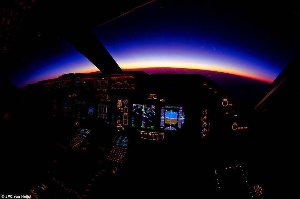 408AD80F00000578-4530032-A_beautiful_purple_sunrise_over_Myanmar_Burma_as_seen_from_the_f-a-11_1495535724123