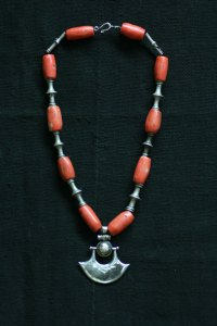 Tuareg necklace with coral and antique tuareg beads