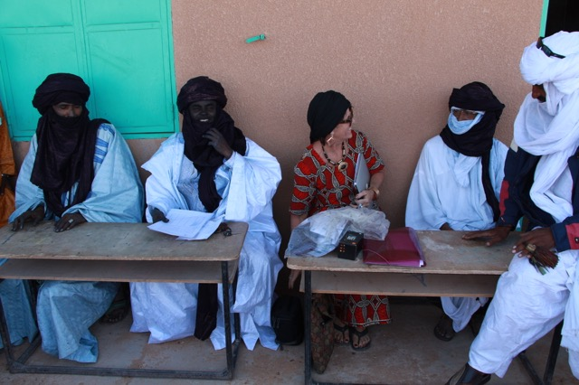 Left the Tuareg chief Ishilane, Sidi, mayor of Ingal, Leslie, president of the Nomad Foundation and Imada, rebel chief.