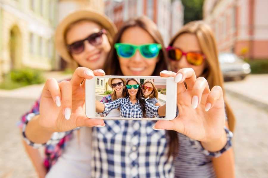 How To Take Photos Of Yourself While Travelling Solo