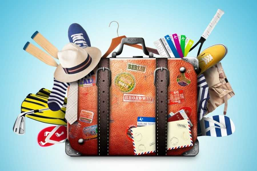 suitcase what to pack for travelling (1)