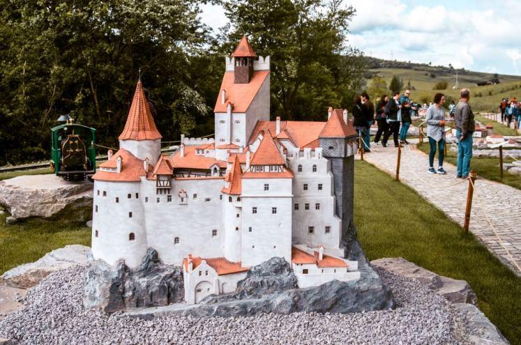 Castelul-Bran-Parcul-Mini-Transilvania