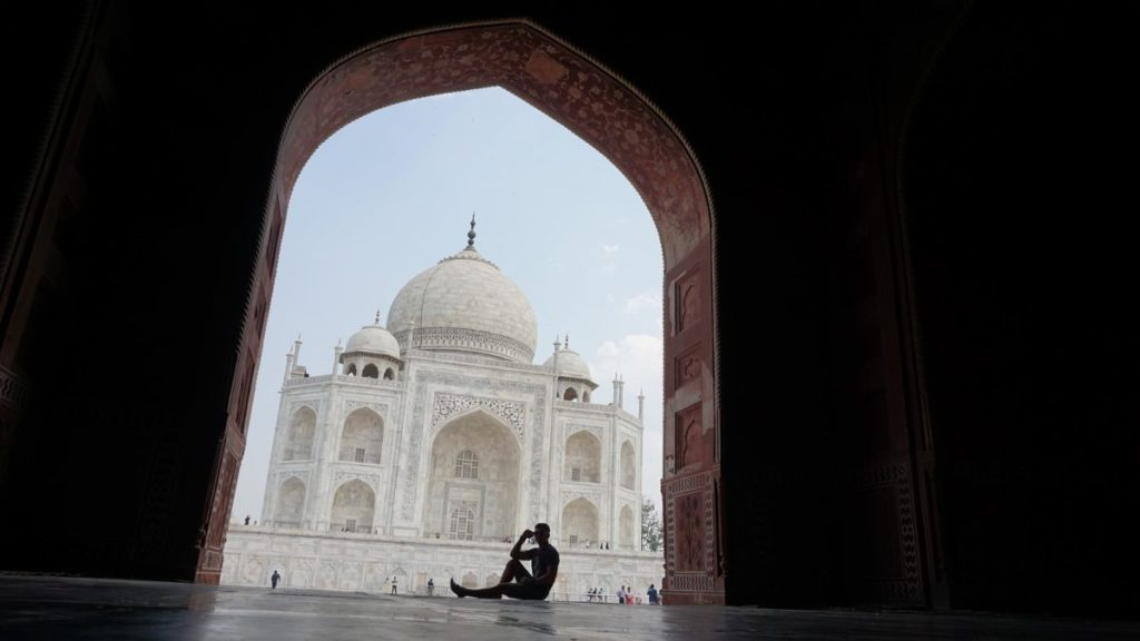 taj mahal with nomadic travel