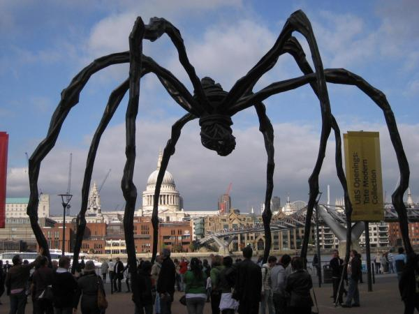 Tate Modern Giant Spider Sculpture - Nomadic Boys