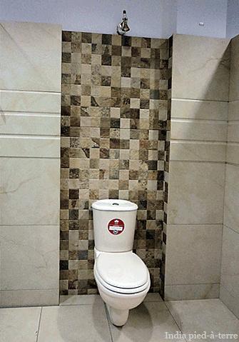 Bathroom Tiles Design India white bathroom tiles india : brightpulse