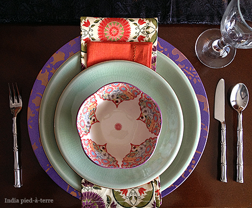 Table Setting with Stenciled Plate Charger & DIY: Stenciled Plate Chargers for Table Settings | Nomadic Decorator