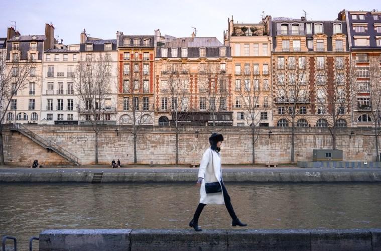 Nomadic Fare in Paris along the Seine