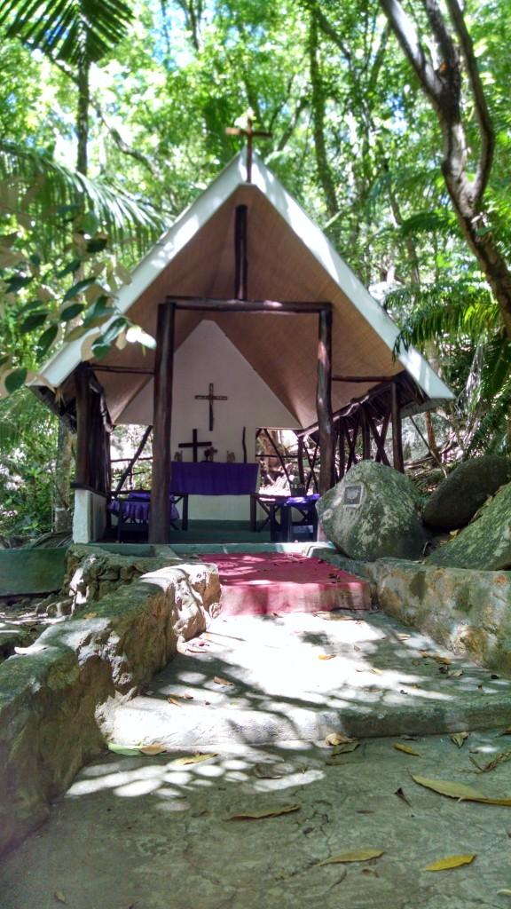 Chapel, Moyenne Island