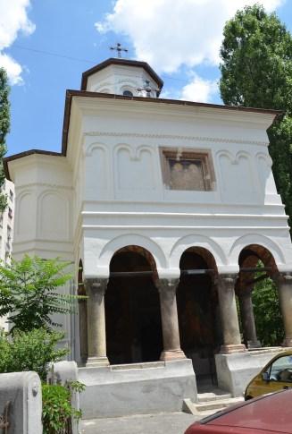Parohia Sfinții Apostoli in Bucharest, Romania