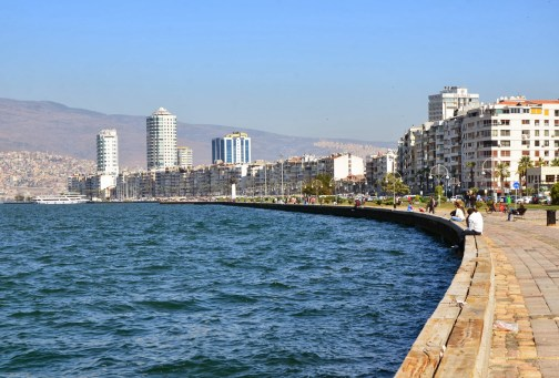 Kordon Area Of Izmir Turkey Nomadic Niko