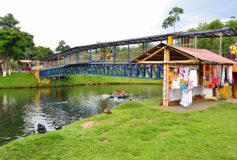 Bridge at Parque Lago de la Pradera in Dosquebradas, Risaralda, Colombia
