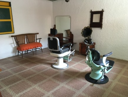 Barber shop at Pereira Antigua at Parque Consotá in Galicia, Risaralda, Colombia