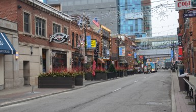 Greektown Chicago Where To Eat And What To Do Nomadic Niko