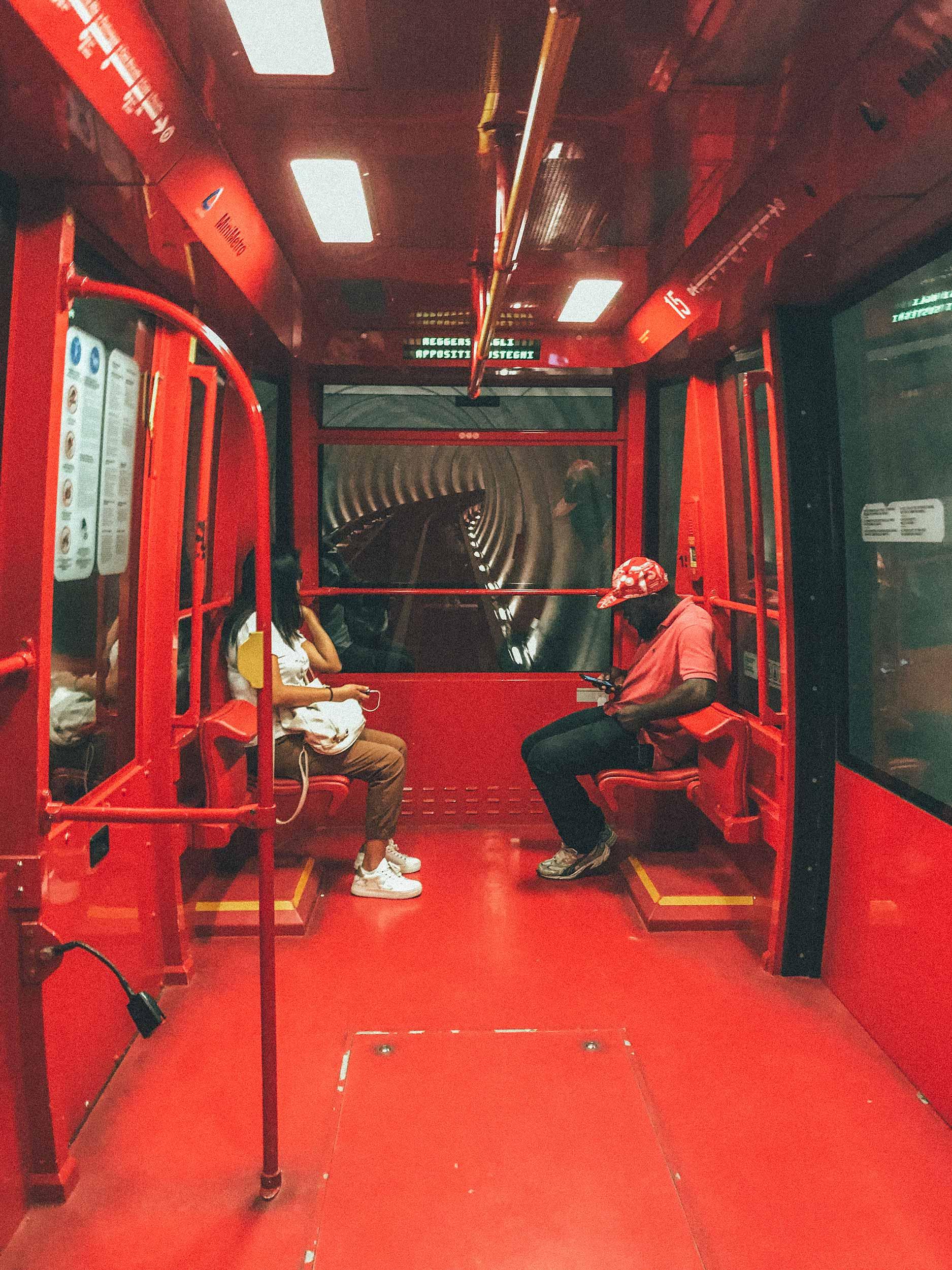 interior de mini metro em Perugia