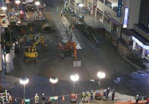 地表面まで埋め戻された博多駅前通り