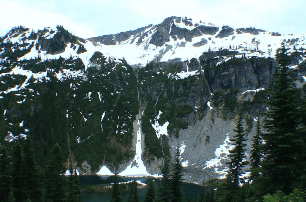 Hiking Maple-Heather Pass, Washington- One of the best hikes in the PNW