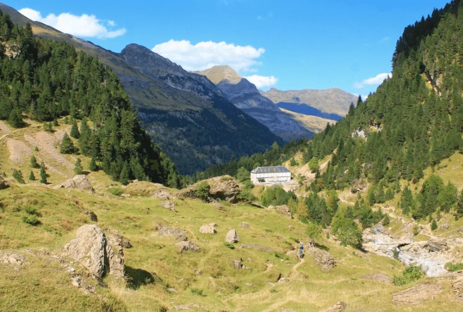Beautiful views on the best Day Hike in the French Pyrenees, Cirque De Gavarnie