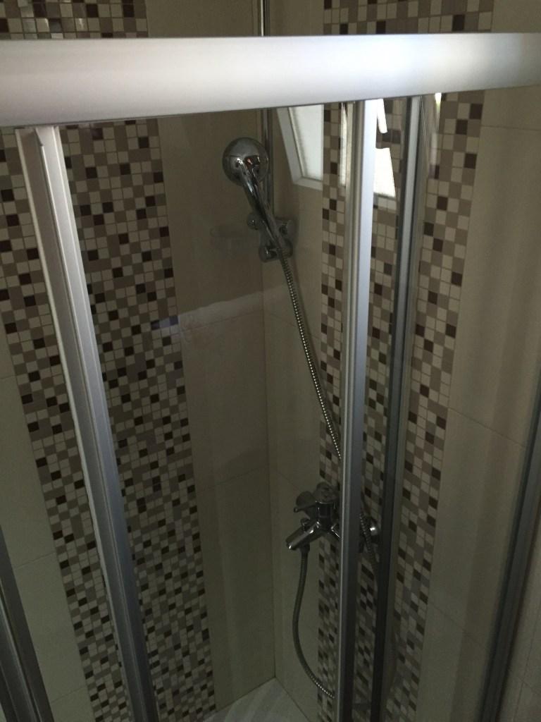 Mini-shower