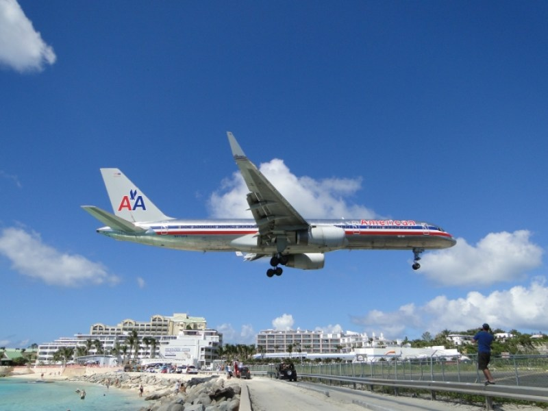 American Airlines over SXM from qsl.net