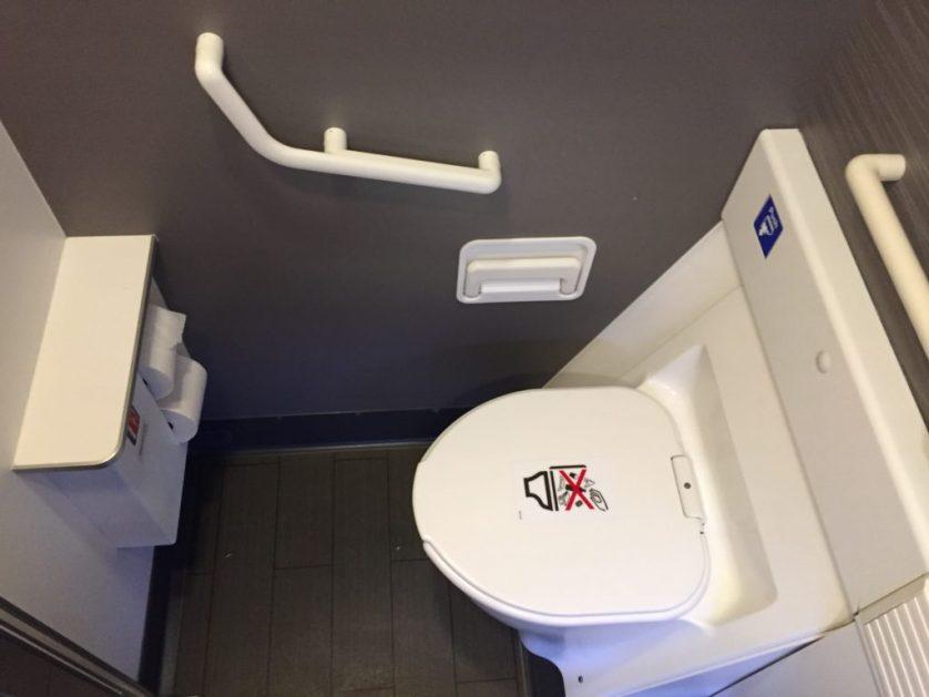 AA 777-300 Bathroom