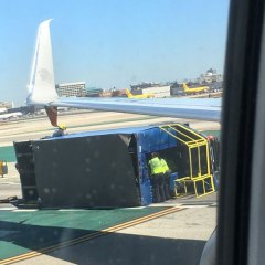 ¡Dios Mío! An Aeromexico 737 crashed into a truck on LAX runway