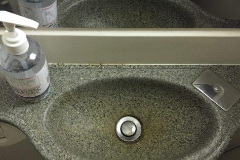 Bombardier Q400 sink, from FlyerReport.ca