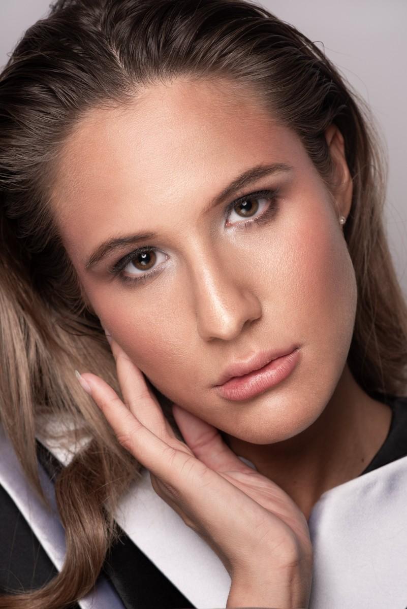 Brooke Closeup Beauty Look